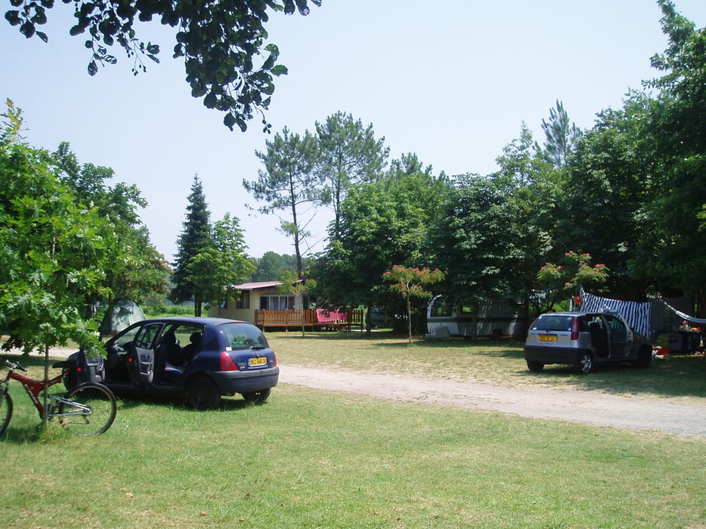 Camping Chez Cazou emplacements
